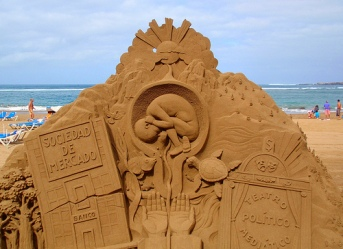 Sand sculpture by Etual.