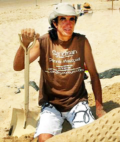 Dennis Massoud the sand sculptor.