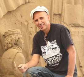 Etual Ojeda the sand sculptor.