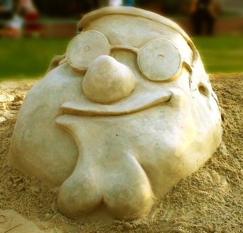 Sand sculpture of Peter Griffin.